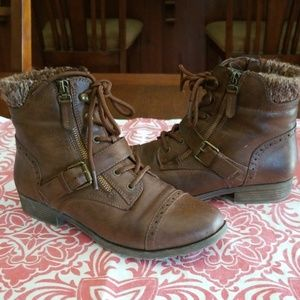 Shoes - Cute brown ankle boots